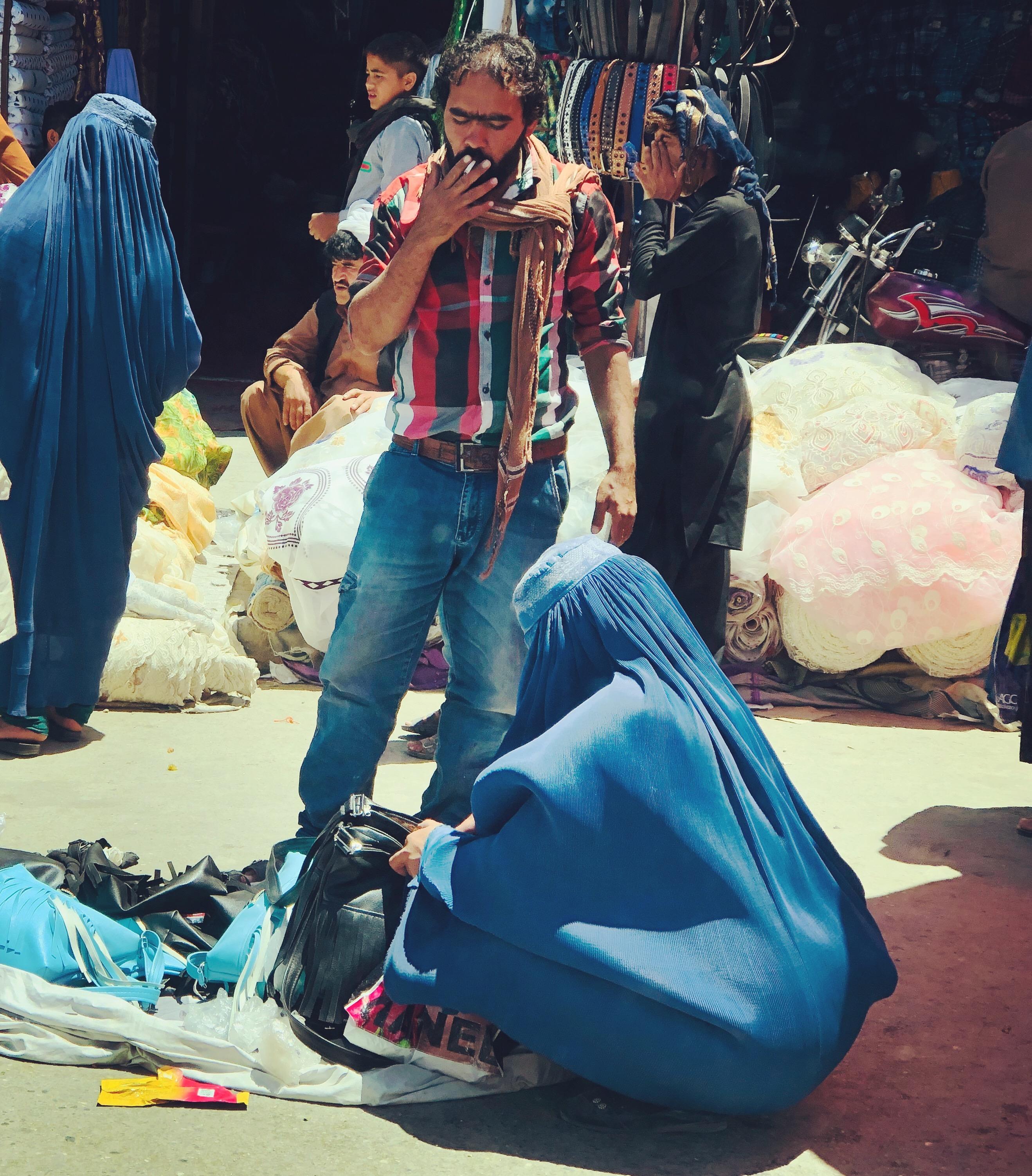 Perempuan bercadar di Kabul