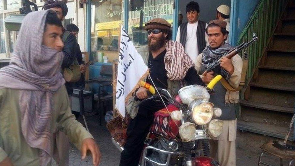 Taliban fighters in Kunduz (29 September 2015)
