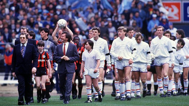 Chelsea and Manchester walk out before the 1986 Full Members Cup Cup final
