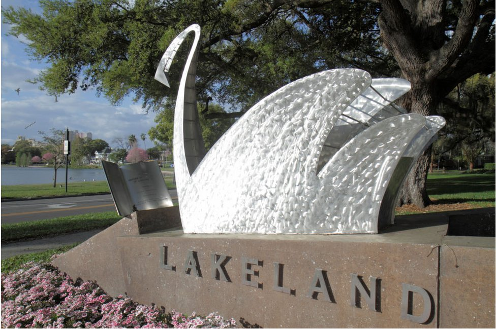 A Lakeland sculpture of a swan