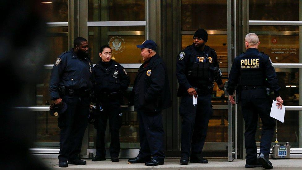 Policía en el juicio de El Chapo
