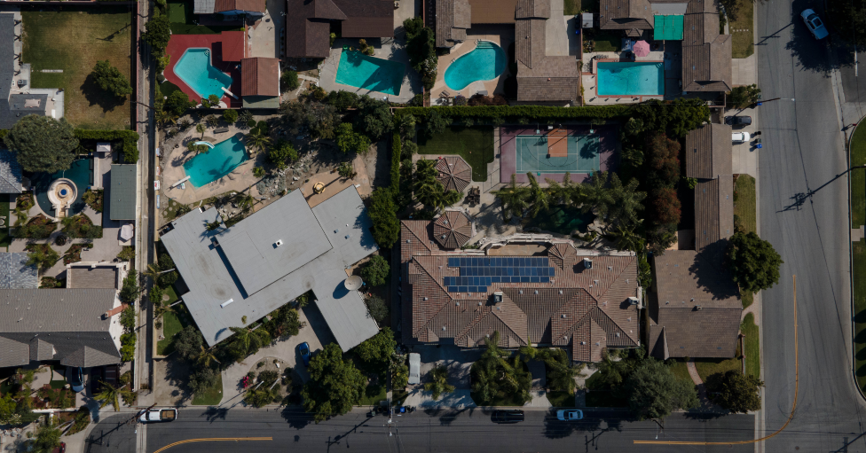 Vista aérea de casas en Downey.