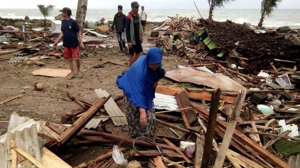 stanvovnici i srušene kuće na obali
