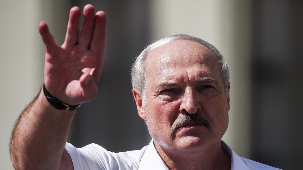 """Лукашенко пообещал """"не работать президентом"""" после принятия новой конституции"""
