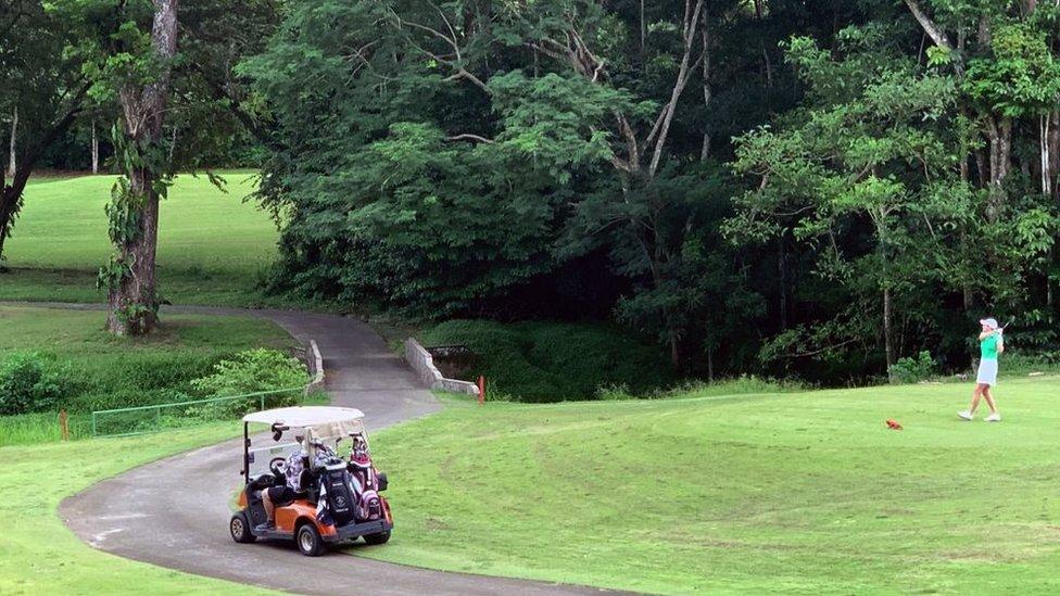 Campo de golf junto a playa Herradura