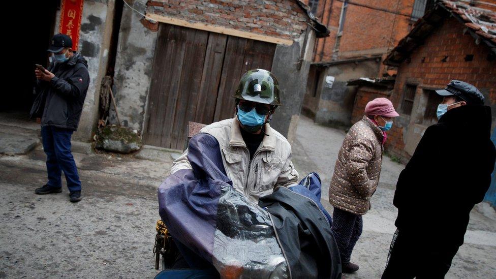 Çin'de maskeli insanlar