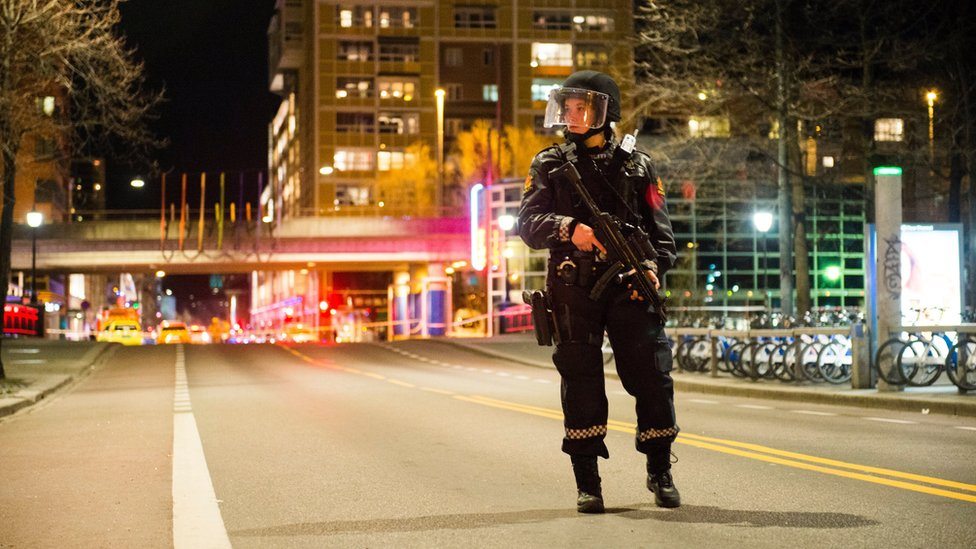 """Police cordon off an area in central Oslo, Norway, 08 April 2017, following the arrest of a man and the discovery of a """"bomb-like device"""""""