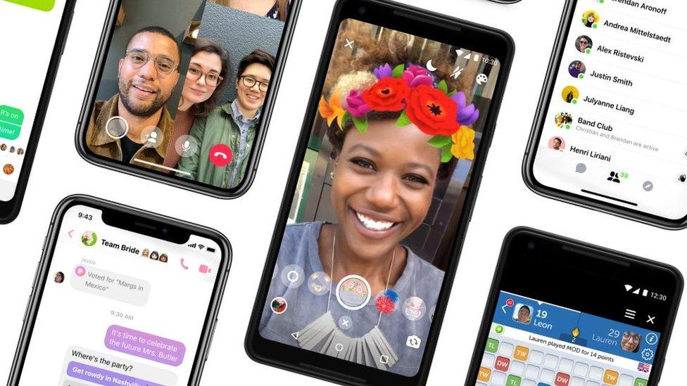 Imagen de celulares con la aplicación abierta de Messenger
