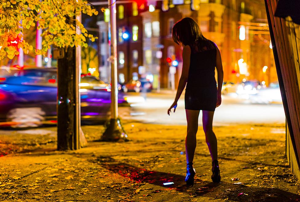 Una prostituta en una plaza