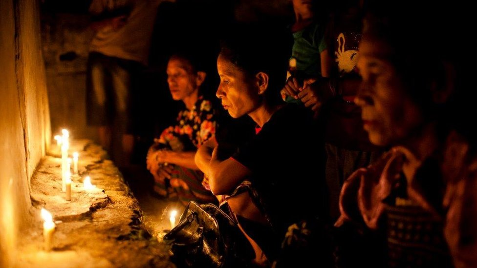 Žene izvode ritual pre početka kulturnog festivala