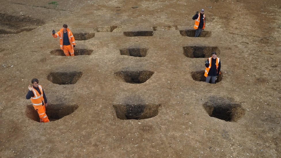 Tye Green, Cressing, early Roman granary with archaeologists