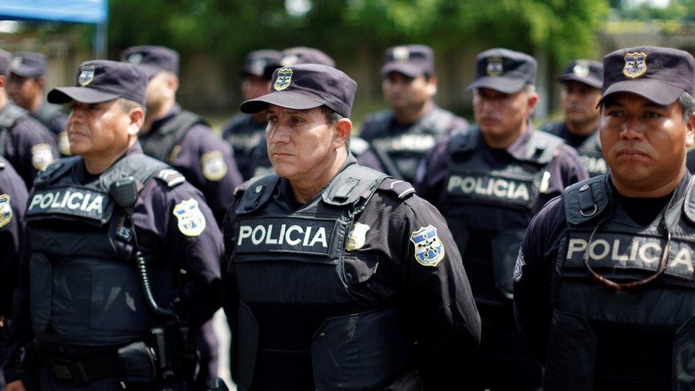 Funcionarios de la nueva policia fronteriza de El Salvador