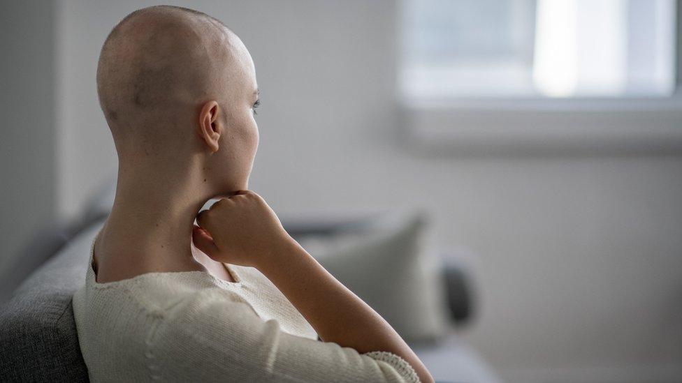 Mulher em tratamento quimioterápico
