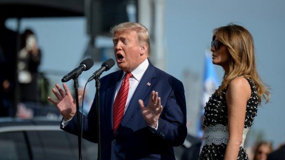 Donald Trump discursa ao lado da mulher, Melania