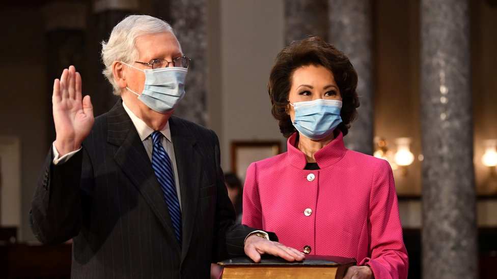 Mitch McConnell y Elaine Chao