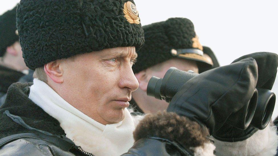 Путин выписал армейским генералам шапки подешевле. В Росгвардии и ФСО оставят каракулевые