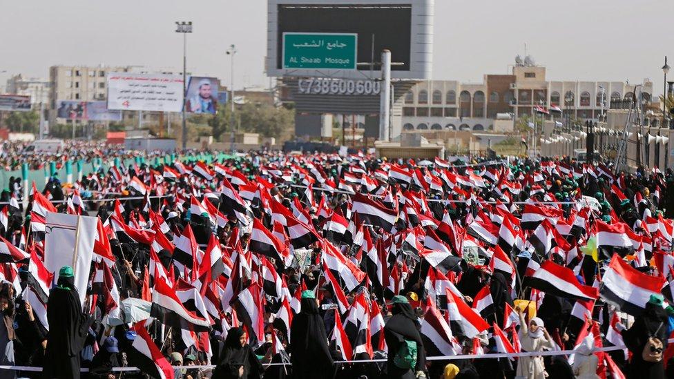 حشود من أنصار الحوثي تحيي ما أسمته صمود اليمنيين في ميدان السبعين بصنعاء