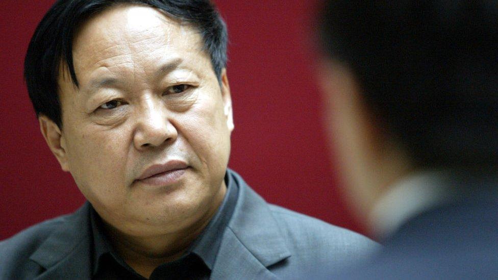 Китайский миллиардер, высказывавшийся о правах человека, осужден на 18 лет