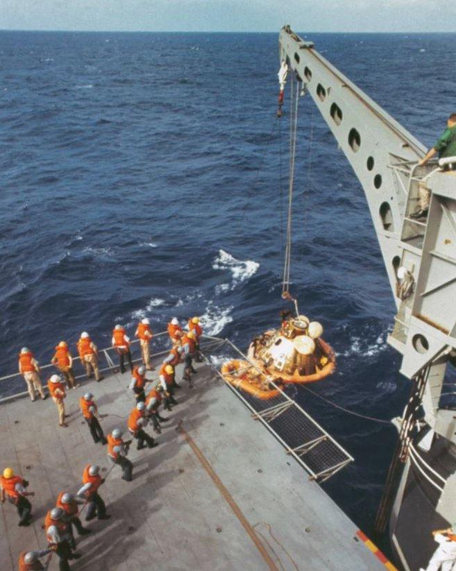 Rescate de lo astronautas en el océano Pacífico en 1969.