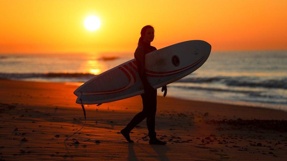 Surfista en Dorset.