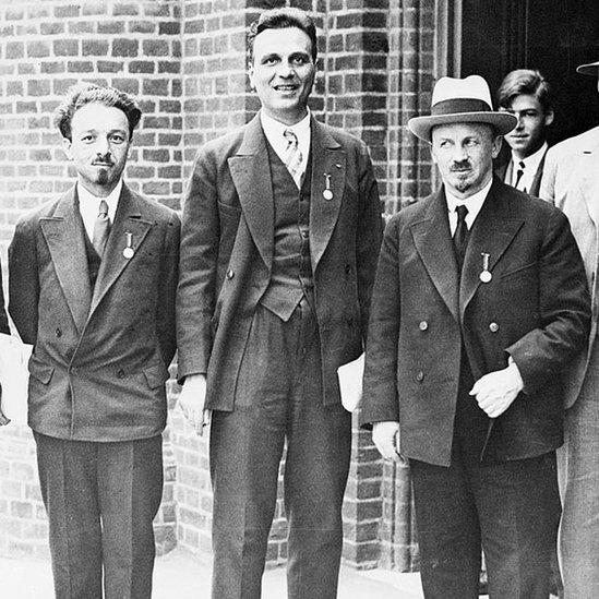 NO USAR / BBC Vavílov con el prominente físico ruso Abram Ioffe y el economista y filósofo ruso Nikolái Bujarin en el Congreso de la historia de la ciencia en 1931 en Londres.