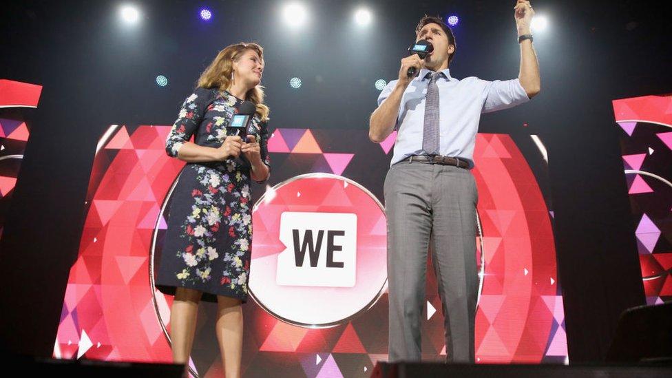 Sophie Gregoire Trudeau y su esposo el primer ministro Justin Trudeau en un evento de WE