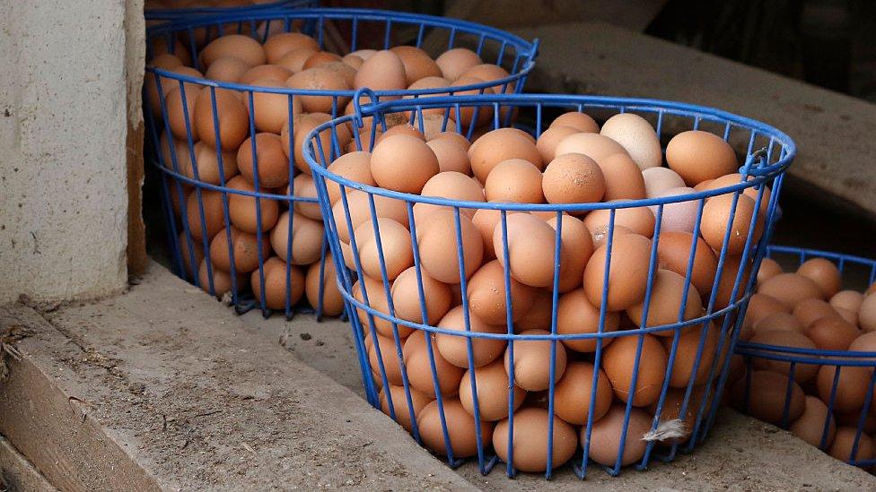 Huevos en canasta.