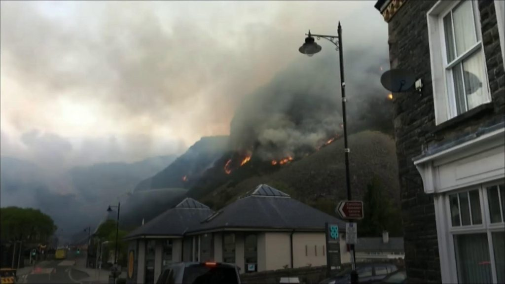 Blaenau Ffestiniog mountain fire: Homes evacuated by blaze