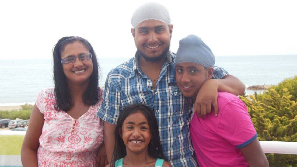 Kuli with her family