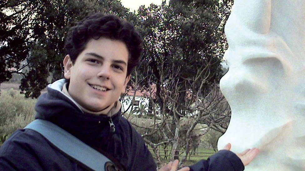 Carlo Acutis en un viaje.