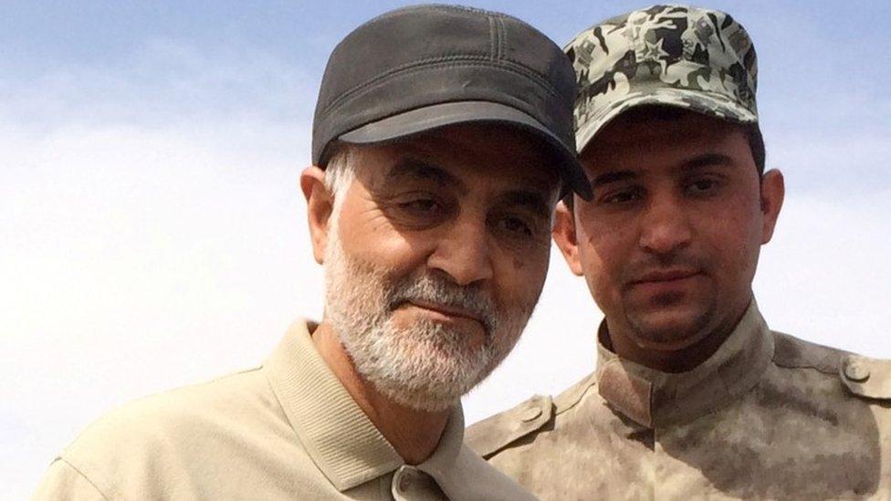 蘇萊曼尼將軍(左)2015年在打擊伊斯蘭國IS武裝的軍事行動中。