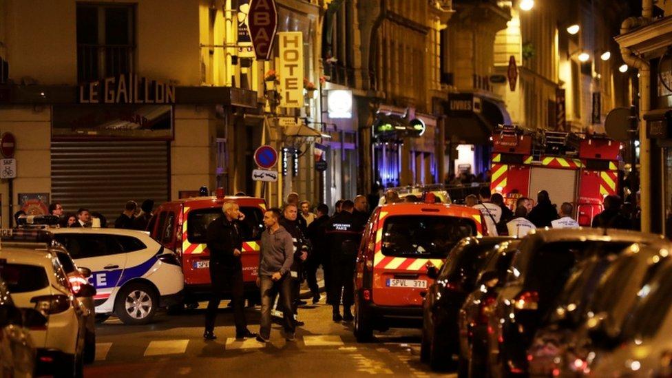 У центрі Парижа невідомий напав з ножем людей