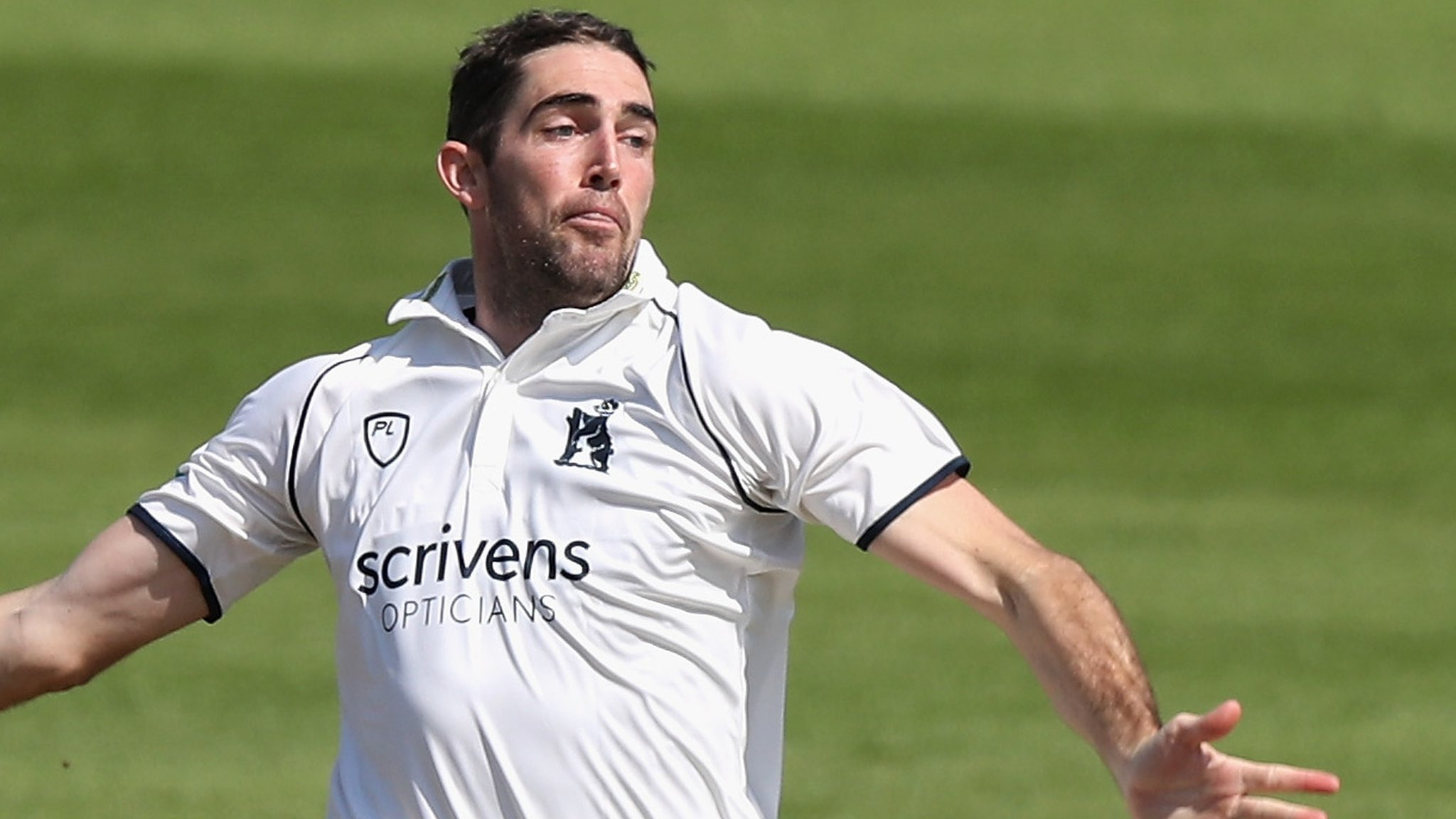 County Championship: Warwickshire bowl out Middlesex as James Fuller hits 71