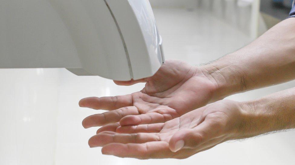Secador de aire para las manos