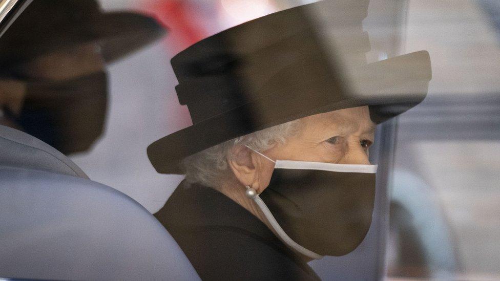 Елизавета II отмечает 95-летие: в трауре и только с самыми близкими
