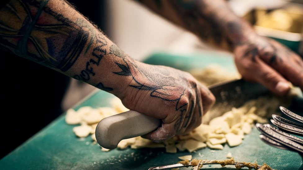 Cocinero tatuado
