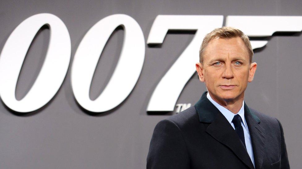 Daniel Craig attends the German premiere of the new James Bond movie 'Spectre'