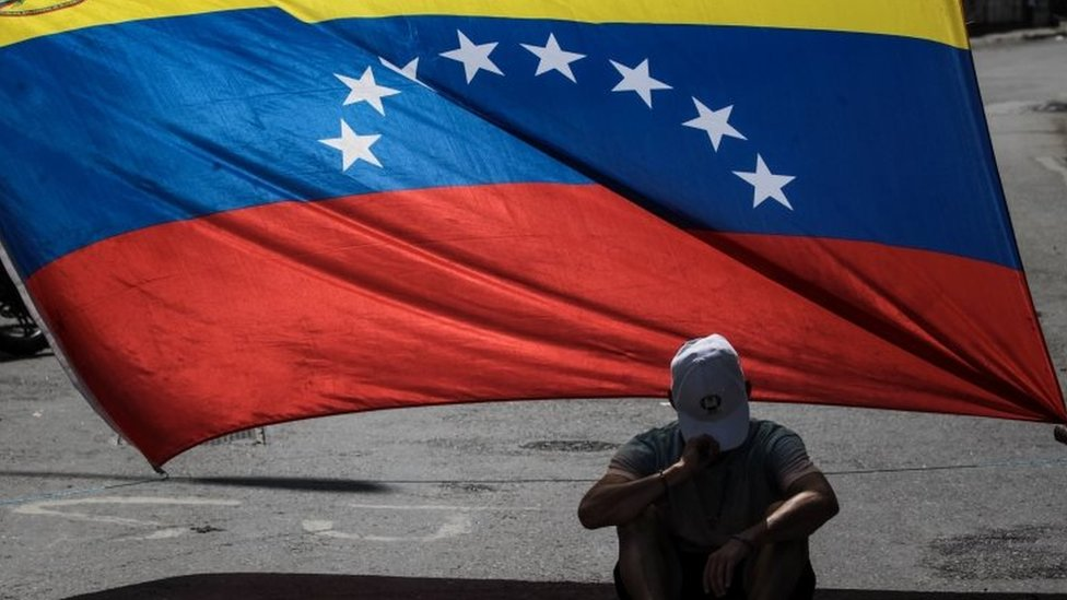Opposition activists blocked streets during a demonstration in Caracas, Venezuela, on 08 August 2017