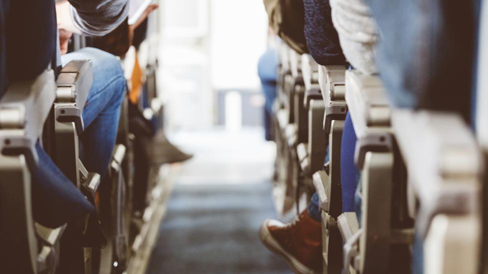 Pasajers en un avión