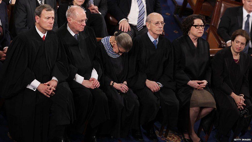 روث بادر غينسبرغ القاضية بالمحكمة العليا الأمريكية