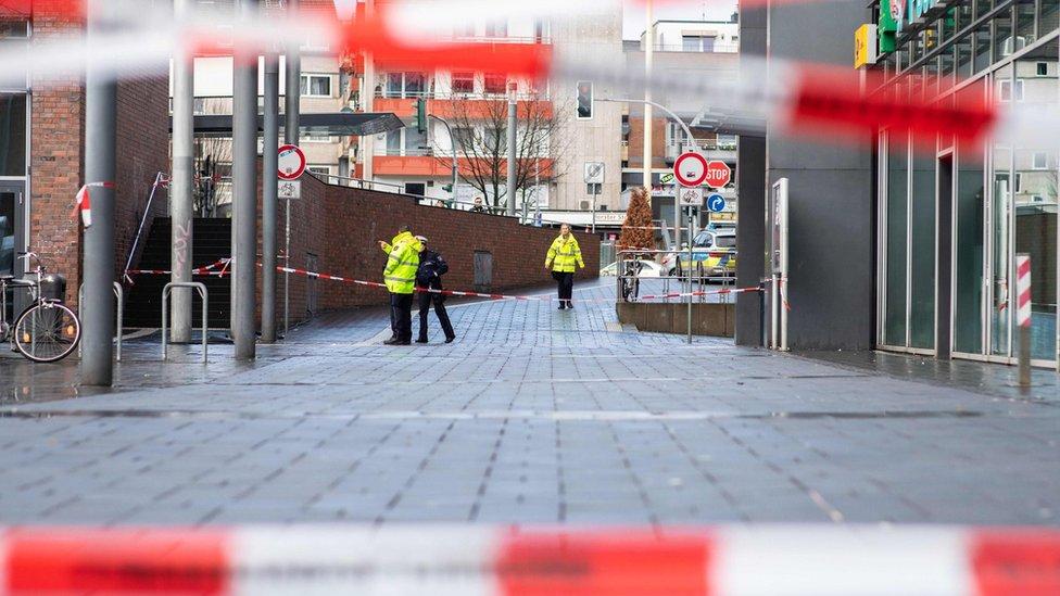 الشرطة تطوق مكان الحادث في بوتروب
