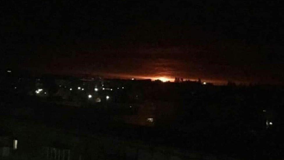На складі боєприпасів на Чернігівщині пожежа і вибухи: тисячі місцевих евакуюють