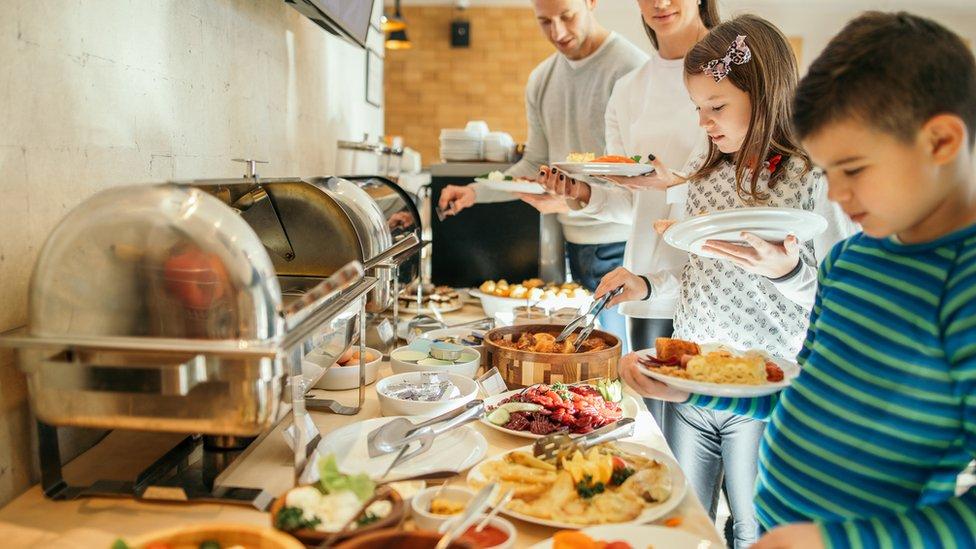 Hoteli su uglavnom prestali da služe švedski sto