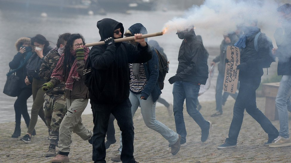 Demonstrators in Nantes clash with riot police