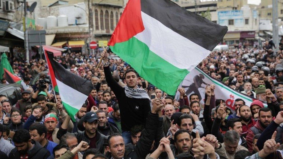 مظاهرة في العاصمة الأردنية عمان تأييدا للفلسطينيين.