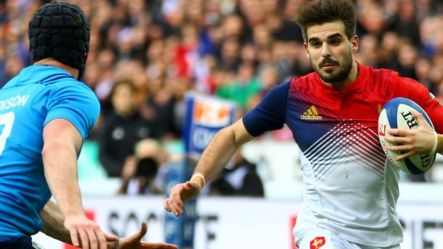 France's Hugo Bonneval's scores a try