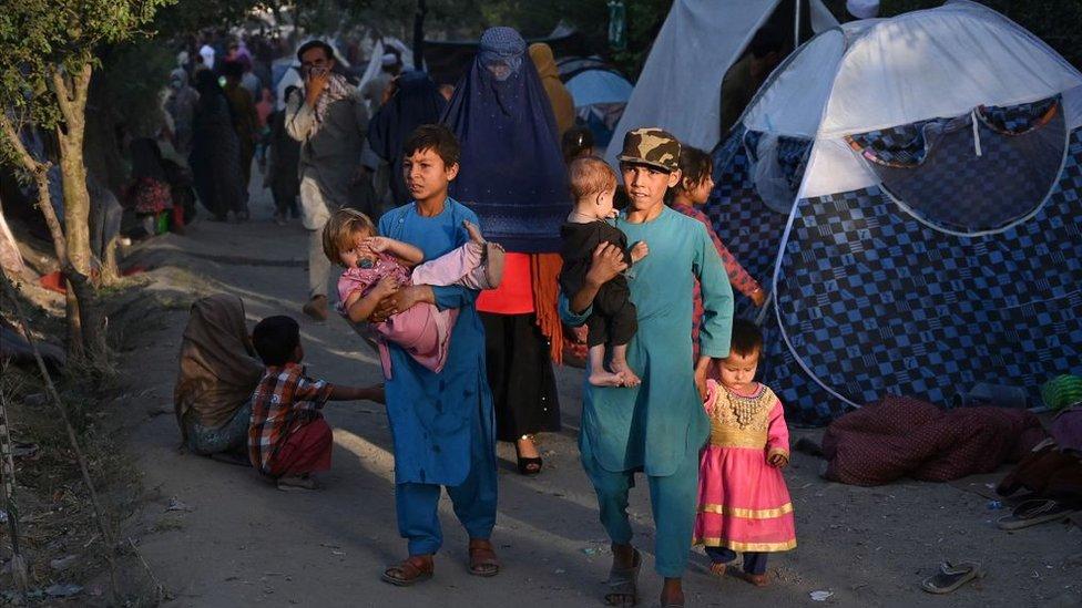 Niños en campamentos en Kabul.