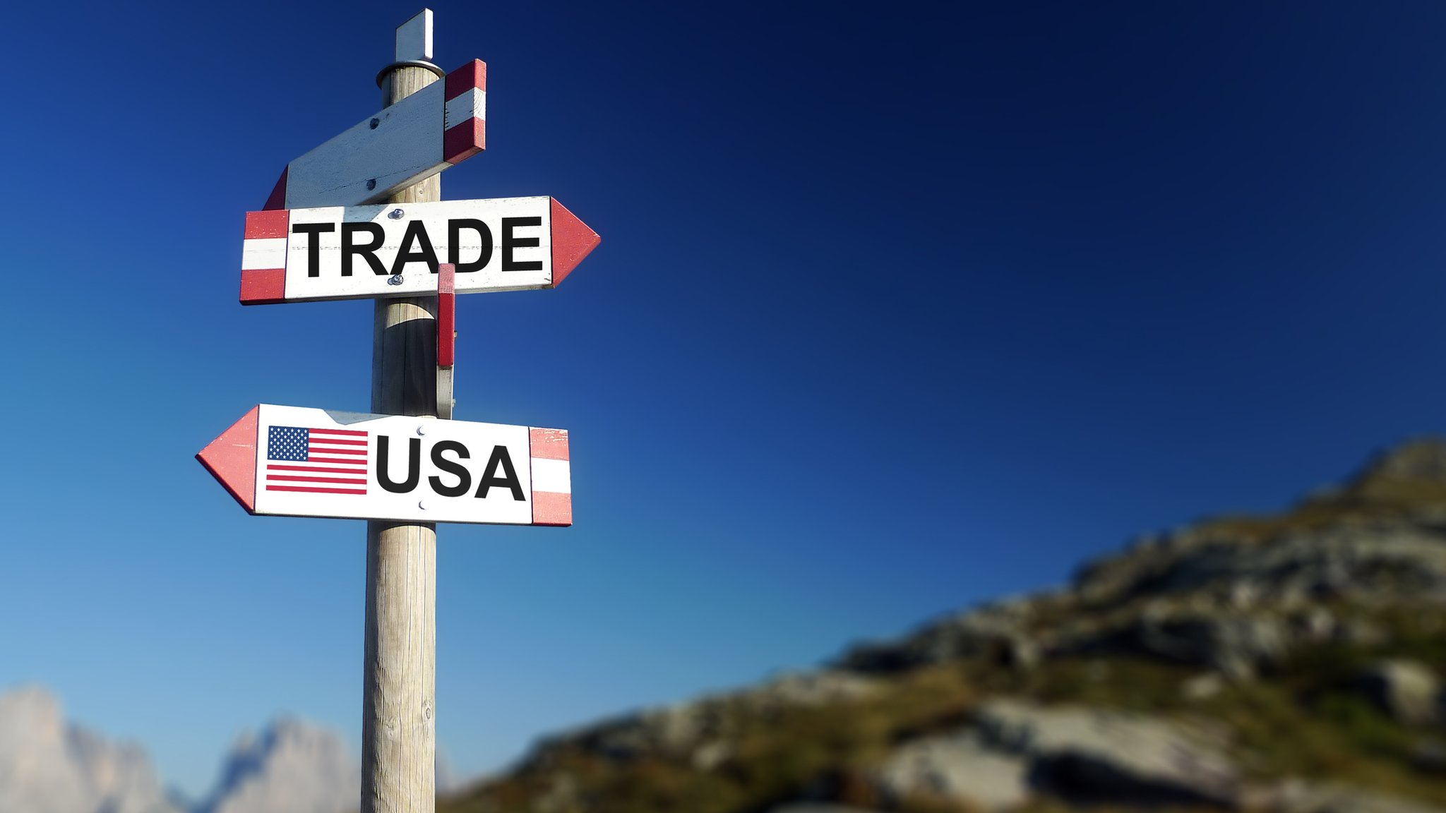 Signpost to US and Canada