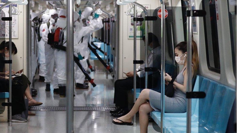 台灣目前實施防控疫情第三級警戒,但有聲音要求當局要以更嚴厲手段封鎖社區。