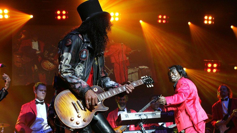 Slash, de la banda Guns N' Roses, tocaba con una guitarra Gibson.